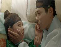 Love in the Moonlight Episode 13